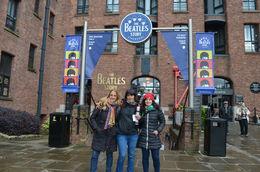 Con mi amiga Mariana y mi hija Tatiana a punto de entrar al museo, tres argentinas felices en Liverpool!! , Maria Cecilia F - April 2016