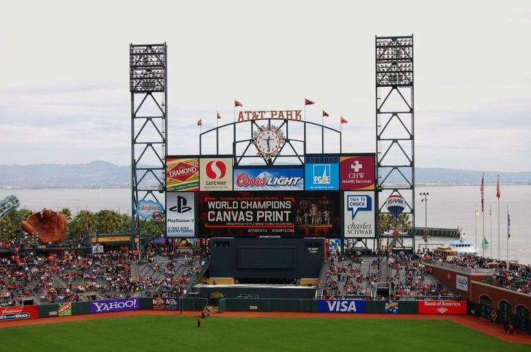 Giants vs Braves - San Francisco