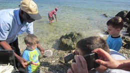 Paul, our guide, helping the kids hold sea urchins , knwynkoop - December 2015