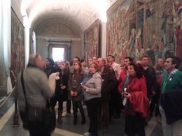 esplicaciones de andrea en el recorrido por los museos vaticanos , Carlos Jesus T - March 2014