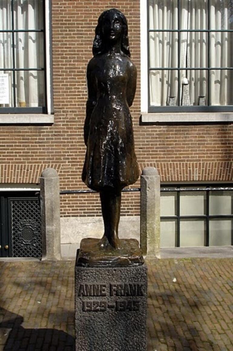 Anne's Statue -