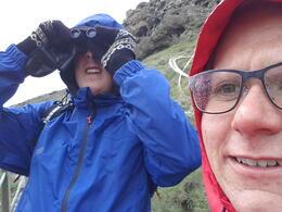 Renate og Vidar utforsker Gullfoss. , Vidar Martin F - August 2013
