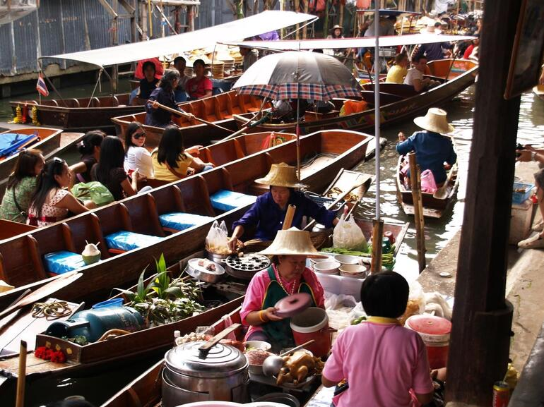 Cooking on her boat - Bangkok