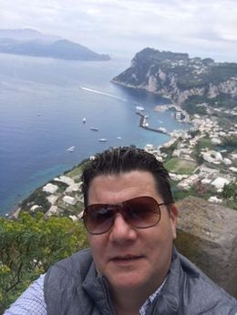 I am in the picture , best sefie ever !!! love that place , josephrinaldi01 - May 2016