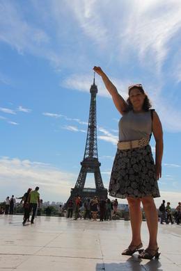 Hier laat ik (Renate) zien hoe groot ik eigenlijk wel ben. , Leopold P - September 2013