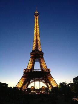 Esta foi a fotografia mais fantástica que tirei na viagem (com celular)... Torre Eiffel iluminada, as 22 horas. , SUELI VEIGA M - June 2013