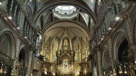 Montserrat monastery tour from barcelona including - Calle montserrat barcelona ...