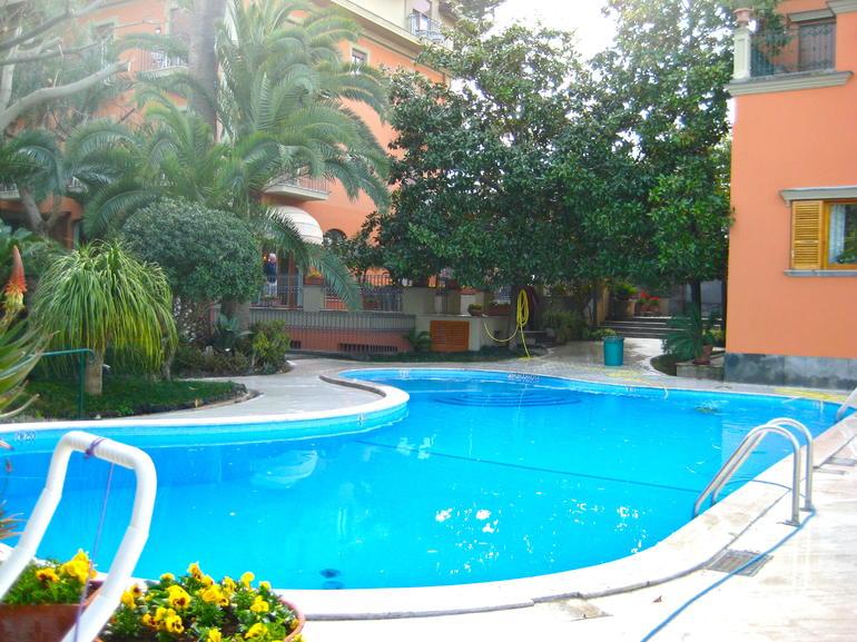 Hotel Pool - Rome