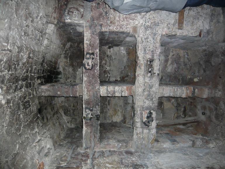 vault 004 - Edinburgh