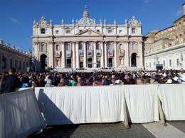 Vista de la Basílica de San Pedro, dónde se ve la situación de los asientos , ENRIQUE R - October 2016