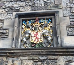 Unicorn/Lion crest in Edinburgh castle. , Patrick B - August 2016