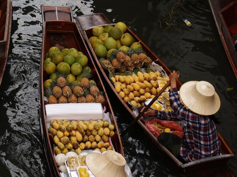 Making the way to the market - Bangkok