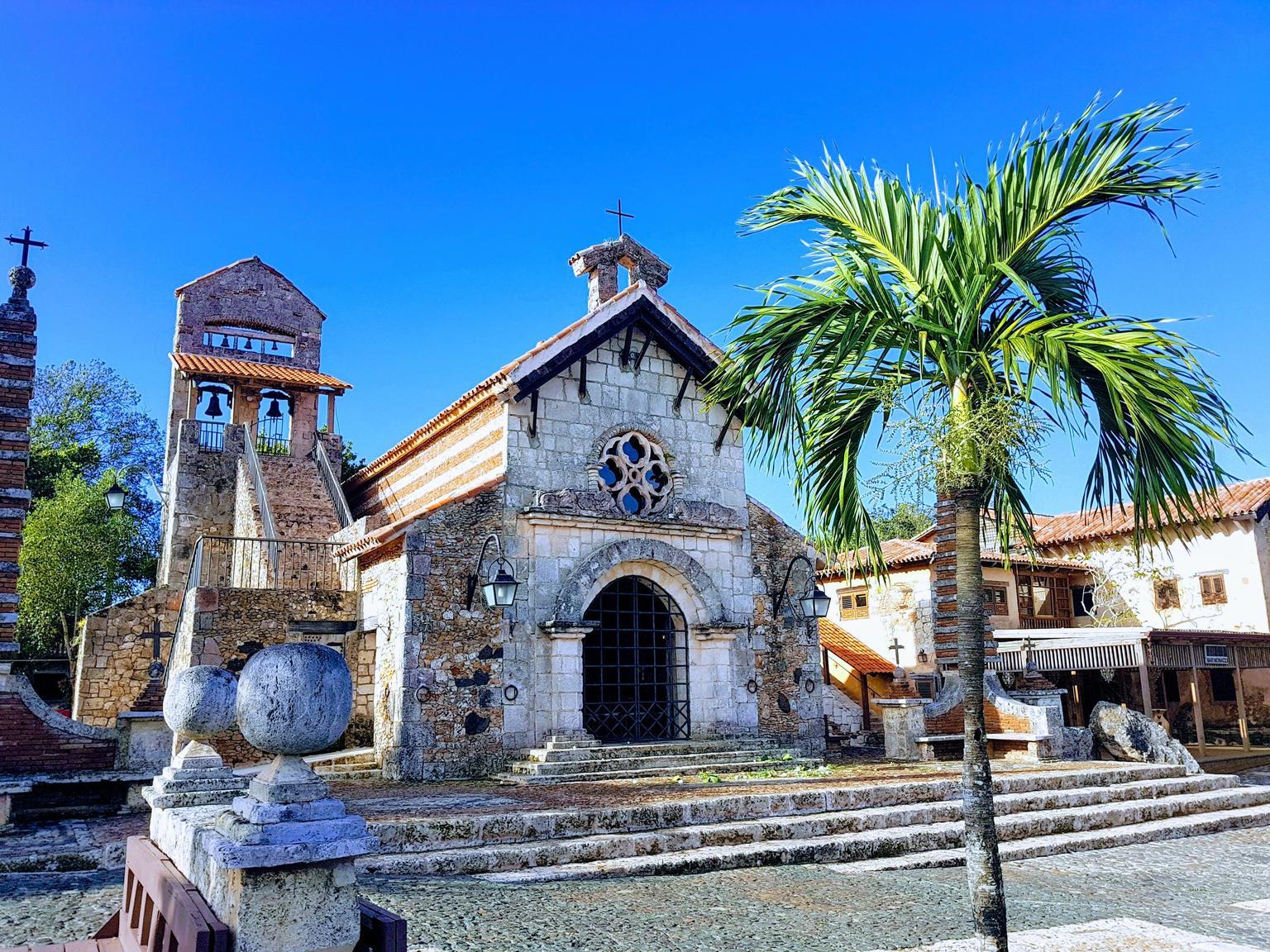 MÁS FOTOS, From Punta Cana: Saona Island & Altos de Chavon Day Trip with Lunch and Open Bar