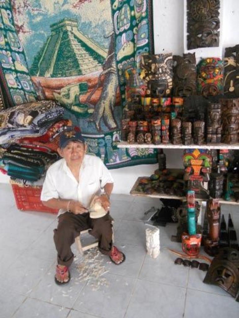 mayan woodworker - Cancun