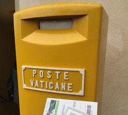 Post office is right in front of St Pauls... be cool and send a poscard. , djcj - June 2017