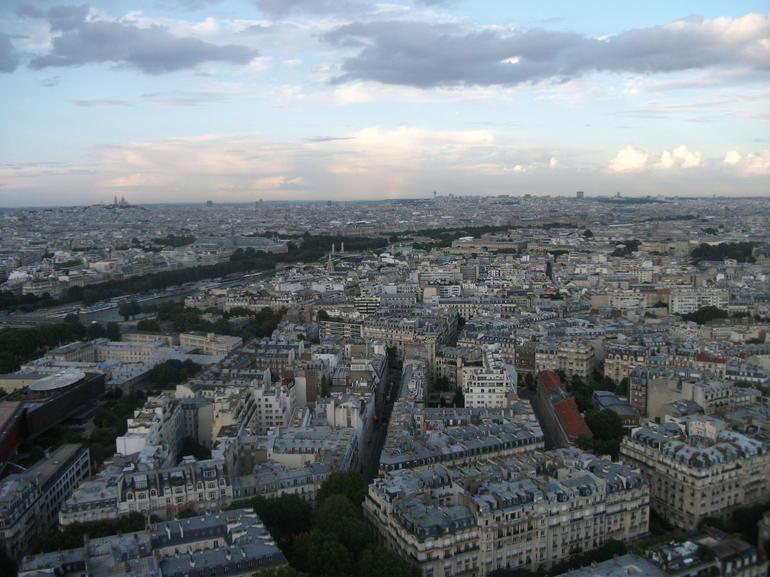 Dusk at the Tour Eiffel - Paris