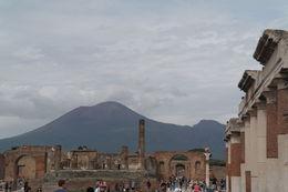 Een overzicht van het Formum met op de achtergrond de Vesuvius , P.M. L - October 2015