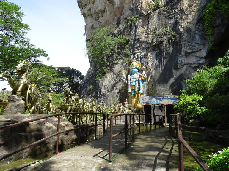 Private Half-Day Batu Caves Waterfalls and Hot Springs Tour