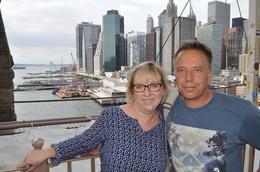 Hier befinden wir uns bereits am Ende unserer Tour. Wir haben tolle Fotos auf der Brooklin Bridge gemacht..... die Skyline im Hintergrund , Beate L - August 2014