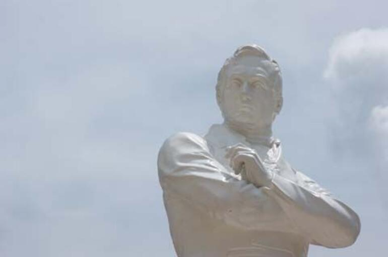 Statue of Raffles - Singapore