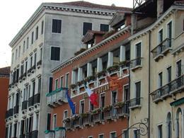 More buildings, Manuela N - September 2007