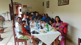 Tour group eating lunch in Granada , bigfoot6ft6 - December 2014