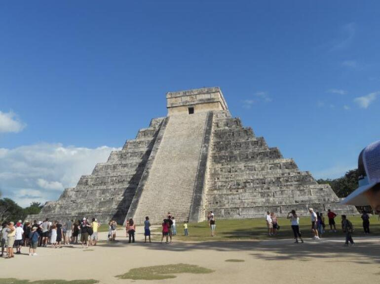 chichen itza pyramid - Cancun