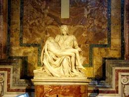 La Piedad de Miguel Angel en la Basílica de San Pedro , JOAQUIN A - April 2014