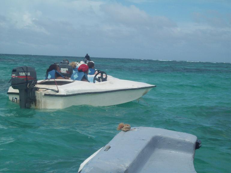 Speedboat ride over clear waters in Punta Cana - Punta Cana