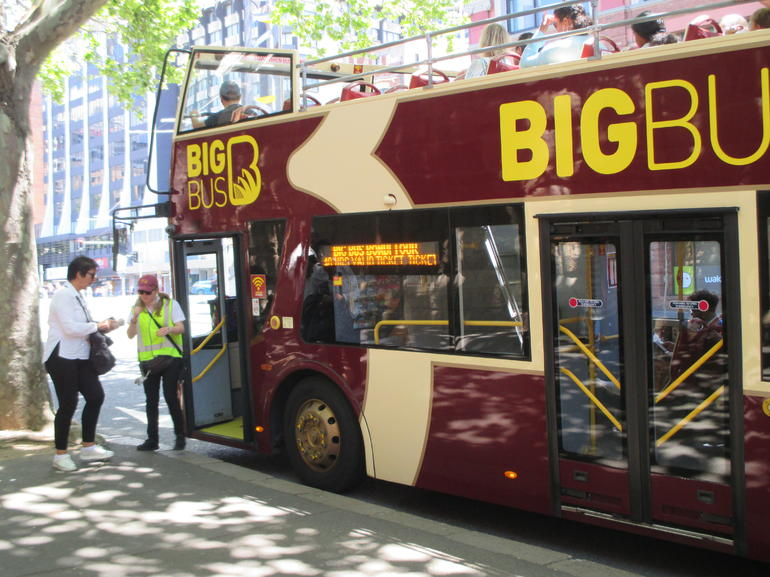 Sydney Combo: Hop-On Hop-Off Harbor Cruise and Hop-On Hop-Off City Bus Tour
