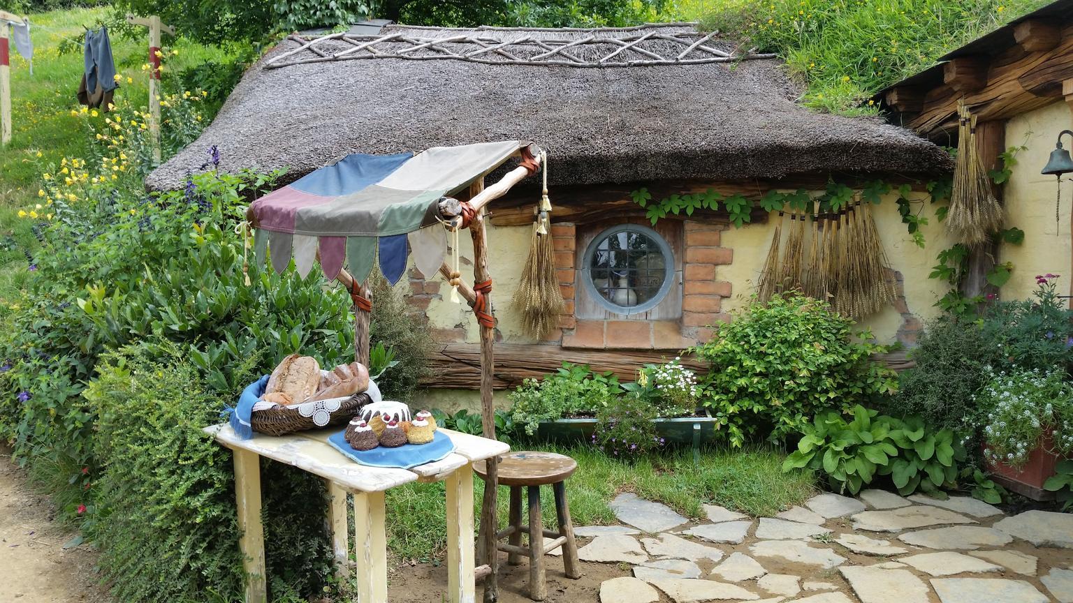 MÁS FOTOS, Tauranga Shore Excursion: Lord of the Rings Hobbiton Movie Set Tour Including Rotorua Sightseeing