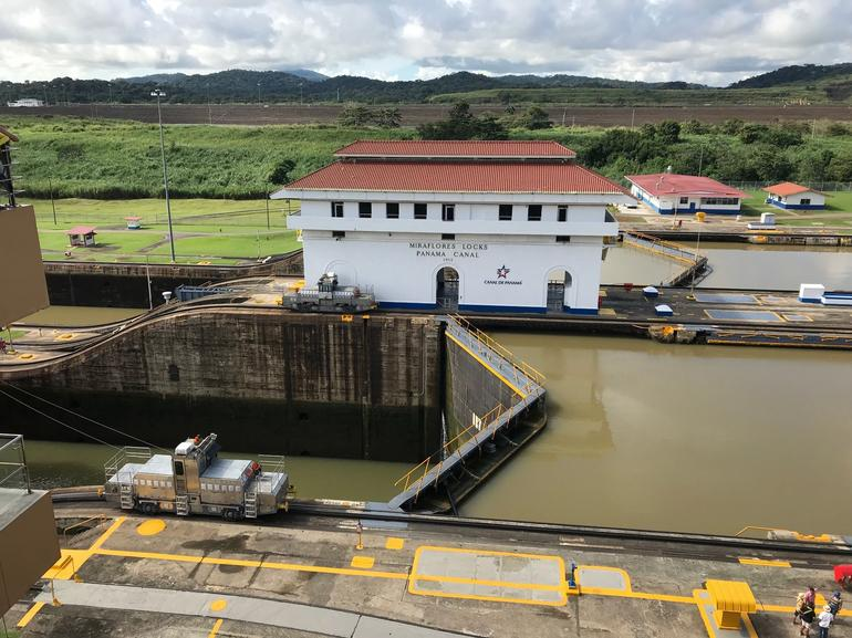 Colon Shore Excursion: Panama City and Canal Private Tour