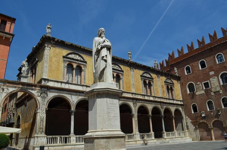 Dantes Statue - Verona