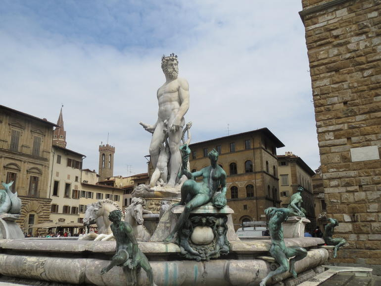 Pool of statues - Florence