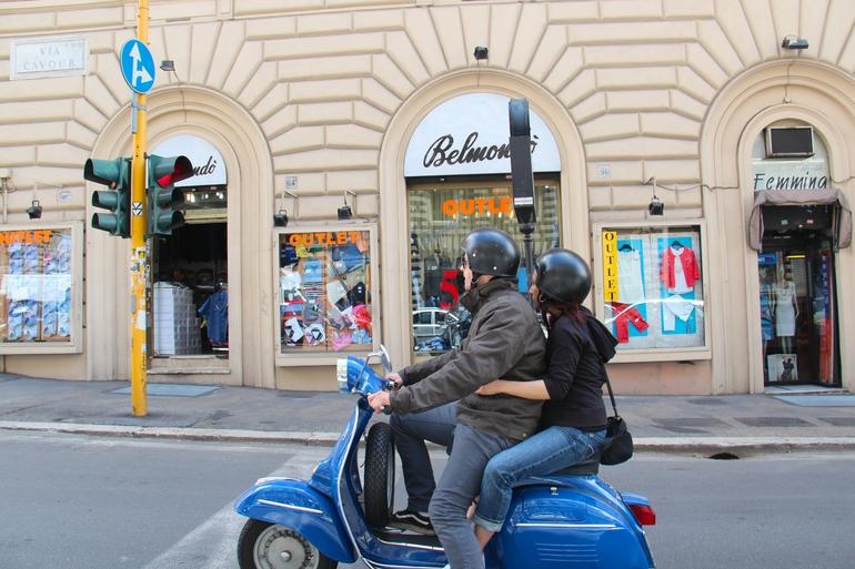 Rome Vespa Tour: Off the Beaten Path -
