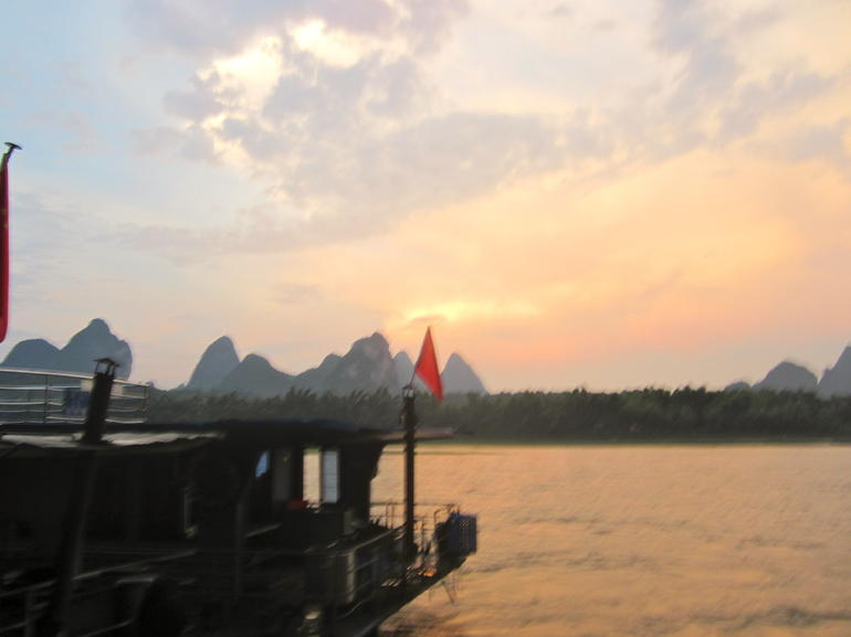 Sunset over Li River in Yangshuo - Hong Kong