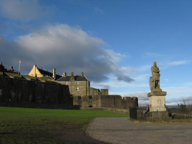 Stirling Castle and Whisky Small Group Day Tour from Edinburgh