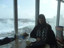 Foto que me tomaron mis compañeros de excursión, con quienes compartimos el almuerzo con vista panorámica a las cataratas. , Patricia P - February 2015