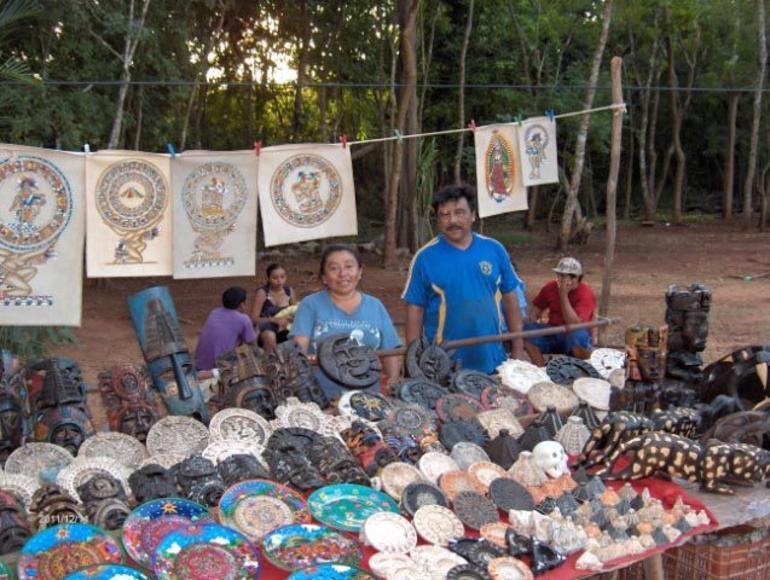 chichen Itza vendors - Cancun