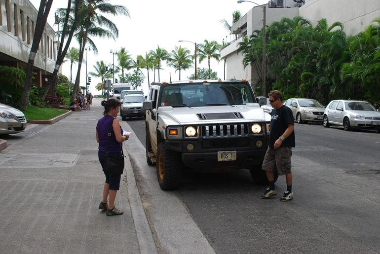 Hummer and driver arrive - Oahu