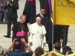 fuimos a la audiencia papal con guia de viator y pudimos ve al papa desde cerca , rulo04 - September 2014