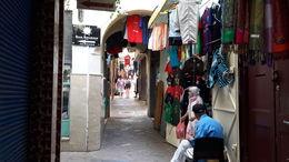 Laberinto de callejas en que fácilmente te puedes perder y llenas de pequeños locales comerciales y artesanos en los que se aprecia la enorme paciencia de sus dueños y su..., EUSEBIO A - July 2016