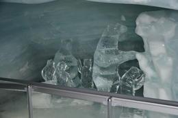 Escultura de hielo dentro de la cueva , jose antonio a - December 2014