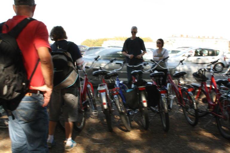 locking up bikes - Paris