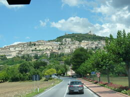 ARRIVING AT ASSISI , Mauz1588 - August 2011