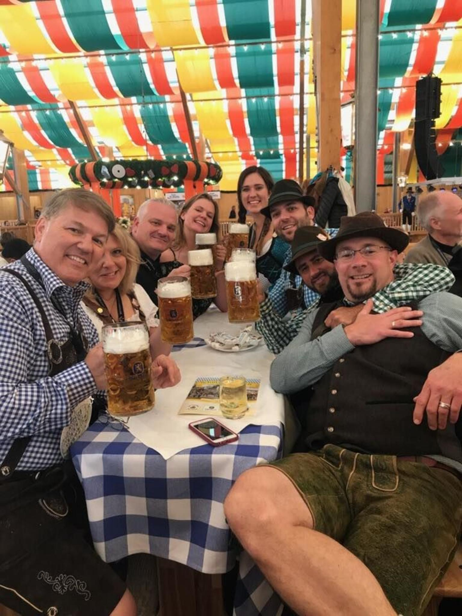 MAIS FOTOS, Munich Oktoberfest Tour and Table Reservation in Tent with Unlimited Beer