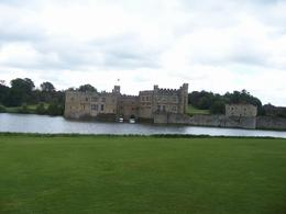 Arriving at Leeds Castle, Robert M - July 2010