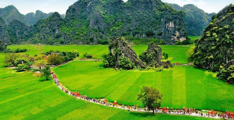 Hoa Lu Tam Coc Full-Day DELUXE Tour Including BUFFET LUNCH & River Boat Ride photo 35