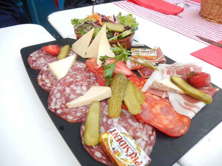 2 Plates of Charcuterie for 10 people :( - Paris