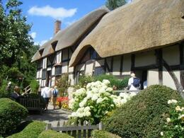 Anne Hathaway's fairytale home in the gorgeous vintage village of Stratford Upon-Avon (Will Shakespeare's Wife) - July 2008